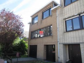Zonnige woning met Zuidgerichte tuin en garage, 3 slaapkamers en een grote zolderruimte. Gelegen in een aangename rustige woonbuurt.