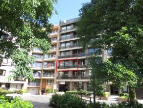 Ruim gerenoveerd appartement met 2 slaapkamers gelegen op het 2° verdiep aan het Prinses Stefanieplein. Prachtig open parkzicht. Balkon vooraan en