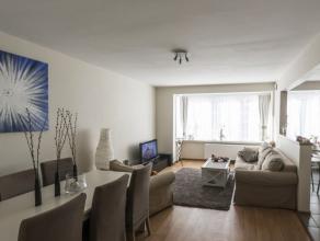 Zeer mooi gerenoveerd en centraal gelegen 2 slaapkamer appartement op wandelafstand van het Leopoldpark . Is gelegen op de tweede verdieping .Omvat mo