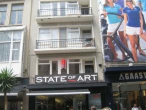 Gezellig 2 slaapkamerappartement gelegen in de wandelwinkelstraat in centum Oostende. Er is een half ingerichte keuken.<br /> Het appartement beschikt