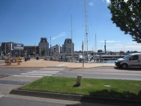 zeer commercieel gelegen vlakbij Station Oostende, 14 zitpl. binnen +14 zitpl. zonneterras, professionele en nette inrichting, hoog potentieel, sterke