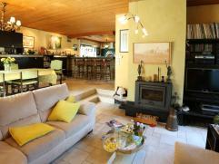 Ruime villa te Stene met tuin en groot zonneterras, dubbele garagebox. Grote living met open keuken, 6 slaapkamers waarvan 2 op de benedenverdieping.1
