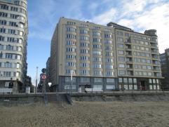 Uitzonderlijk hoekappartement met adembenemend zicht op zee en strand! 6e verdieping - in prima toe stand - recent vernieuwde voorgevel en nieuwe rame