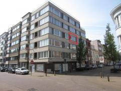 Gezellige studio op de 3Â verdieping nabij het stadhuis, omvattende: hall, living met open keuken en badkamer met ligbad. het gebouw beschikt ov