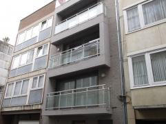 Mooi ruim nieuwbouwappartement met twee slaapkamers in het centrum van Oostende. Het appartement beschikt over een volledig uitgeruste keuken, badkame
