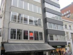 Ruim volledig vernieuwde studio gelegen in het centrum van Oostende. ingerichte  nieuwe design keuken, badkamer met douche en ruieme berging.