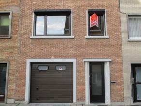Zeer aangename bel-étagewoning met garage en tuin. 3 slaapkamers. Instapklaar. Zongerichte tuin. Rustige residentiële ligging. Dicht bij w