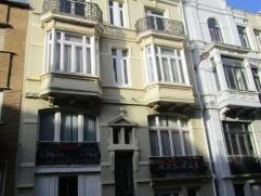 Prachtig herenhuis gelegen aan het Petit Paris - er is 1 ruime slaapkamer die je in twee kunt delen - de ruime leefkeuken is volledig ingericht- er is