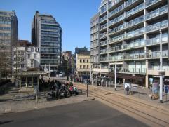 Mooi en ruim hoekappartement op de 1ste verdieping - open zicht op het Marie-Joséplein - veel lichtinval - uiterst centrale ligging - levendig
