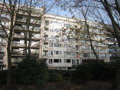 Groot woonappartement met 3 slaapkamers in het hart van Oostende en met uniek zicht op het stadspark.Ruime living met open ingerichte keuken uitgevend