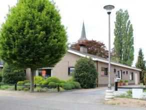 Ruime bungalow op een perceel van 1.000 m².  Goed gelegen in rustige, mooie woonwijk te Vosselare. Veelzijdige aangelegde tuin. 3 slaapkamers, ga
