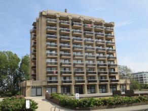 Mooi appartement in standingvol gebouw met heel veel lichtinval en open zichten. Gelegen vlakbij de zeedijk. 8Â verdieping. Terras aan beide zij