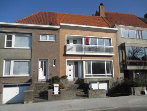 Woning met 3 slaapkamers, tuin en ruime garage. Grondoppervlakte van 216m². Gelegen in zeer aangename en rustige woonbuurt aan het Bauwensplein.