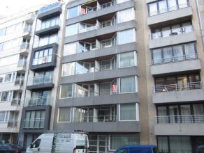 Instapklaar appartement in het centrum en op een boogscheut van zee en strand. 6Â verdieping, indeling: living met open keuken, berging, badkame