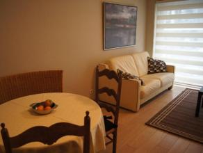Modern ingerichte studio met slaaphoek.  Ideale ligging bij alle winkels en dicht bij strand en zee. Gelegen op een gelijkvloerse verdieping van een r