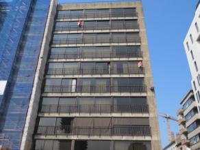 Vernieuwd 2 slaapkamer appartement met mooie ligging in het centrum van Oostende, met zicht op de haven. Ruime zonnige living,  nieuwe ingerichte keuk