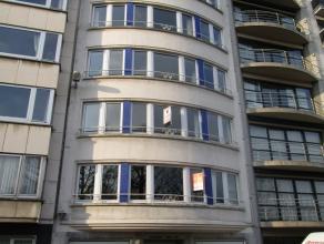 Ruim 3 slaapkamer appartement met prachtig zicht op het Leopold Park. Het appartement beschikt over een ingerichte keuken, badkamer met douche en ligb