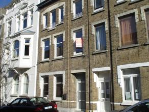 Vernieuwd  woonhuis met 5 slaapkamers tussen het Catharinaplein en St. Jan.  Zeer ruime woonplaatsen keuken uitgevend op een koertje.  Op de bovenste