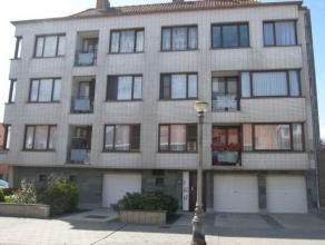 Instapklaar duplex appartement gelegen bij St-Jan in een rustige omgeving. Het appartement heeft twee slaapkamers - Living met parket, open ingerichte