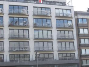 Penthouse met meer dan 100m² terras. Ruim dakappartement met 3 slaapkamers, 2 badkamers, 2 aparte toiletten, halfopen ingerichte keuken en afzond
