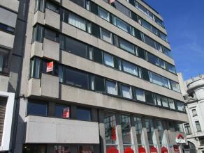 Gezellig 2 slaapkamer appartement in hartje Oostende met zicht op het Leopoldpark. Er is een ingerichte keuken, badkamer met ligbad en 2 ruime slaapka