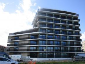 Instapklaar nieuwbouw appartement - prachtig zonneterras achter met zicht op de tuin en het zwembad en lateraal zeezicht. Er zijn 2 slaapkamers, een b