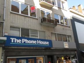 Ruim appartement met 1 slpk  in het hartje van Oostende, gelegen in de winkelstraat. Grote living met veel lichtinval, keuken met veel bergruimte. Sla