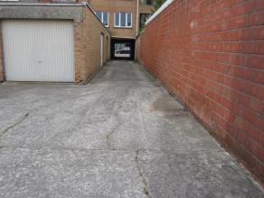 Verschillende garageboxen te huur. Elke box heeft een individuele poort die kan afgesloten worden. De koer kan ook afgesloten worden. Kan gebruikt wor