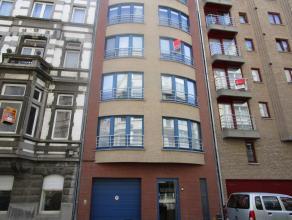 Ruim en instaplaar appartement, prachtiggelegen bij strand en centrum Oostende - De open keuken is volledig ingericht met toestellen. Het ruime zitter