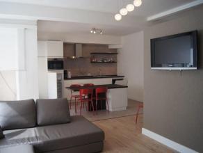 Gerenoveerd appartement op de 1 ste verdieping  met 2 slaapkamers in het centrum van Oostende. Klein terras vooraan. Wasmachine en droogkast aanwezig.
