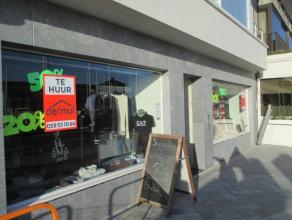 Topligging Vindictivelaan Oostende, vlakbij Kapellestraat, winkel met zeer goed straatimpact, 140 m² + stockage, onmiddellijk vrij,