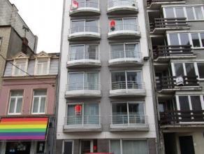Instapklaar appartement met 1 slaapkamer met ingebouwde kast. Ruim terras beschikbaar aan de achterzijde. Gelegen nabij het Macleodplein. Er is een ru