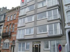Gezellig twee slaapkamer appartement gelegen aan het Petit Paris. Er is een ingerichte keuken. Er is heel veel lichtinval in de living en u hebt een m