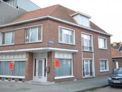 Oostende, ruim woonhuis of handelshuis met garage. Zeer centraal gelegen op 50m van het Kennedy Rondpunt en op wandelafstand van het Maria Hendrikapar