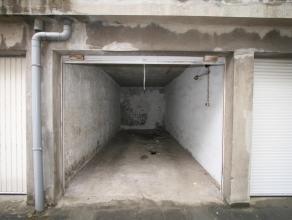 Deze gesloten garagebox is gelegen in res. Longchamp die zich op de Zeedijk bevindt. De inrit van de garage bevindt zich aan de achterzijde, Troonstra