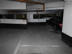 Deze binnenparking met nummer 575 is gelegen op de -2 verdieping van residentie Royal Palace 5.