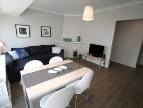 Prachtig gerenoveerd en volledig bemeubeld appartement met zijdelings zicht op zee op 15 meter van de Zeedijk te Oostende-Mariakerke, bestaande uit in