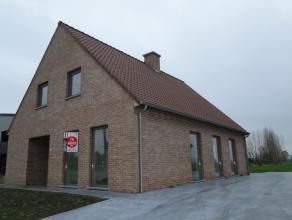 Diksmuide ? Nieuwbouw villa met 3 slaapkamers en tuin te huur Alleenstaande nieuwbouwvilla in een deelgemeente van Diksmuide. De woning omvat een ruim