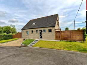 VEURNE  STEENKERKE : Instapklare villa op 1 km van Veurne-stad, inkom met toilet, eerste badkamer gelijkvloer met lavabo en grote douche, ruime living