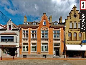 Nieuwpoort-Stad : Multifunctionele eigendom, met op gelijkvloers ; kantoor-, winkel- of horecaruimte, of B&B, . Op eerste en tweede verdiep zijn e