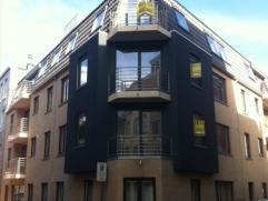 Het gemeubileerd appartement bestaat uit:woonkamer;open geïnstalleerde keuken;badkamer met ligbad;2 slaapkamers;Afzonderl