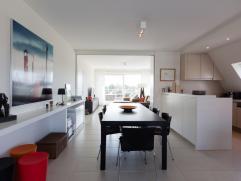Prachtig dakappartement vlakbij de nieuwe promenade;Residentie in villastijl;Inkomhal met apart toilet en grote berging met inbouwkast en