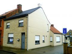 instapklare hoekwoning in Houtem nabij Veurne;gerenoveerde gevel en dak;nieuwe gas condensatieketel;3 slaapkamers;nieuwe houten ramen;zuidgerich