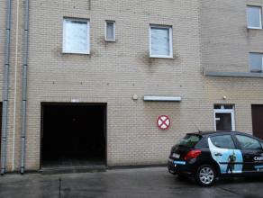 Zeer ruime garagebox, heel vlot toegangkelijk en centraal gelegen te Nieuwpoort-Bad6,20m diep!!! op 3,70m breed!!!Poort 2,30m x 2,30mDe garagebox word