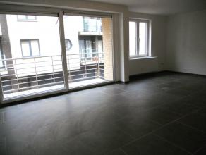Indeling:ruime woonkamer;volledig geïnstalleerde keuken;badkamer met inloopdouche;twee slaapkamers;afzonderlijk toilet;kelderberging;terras;+ maa