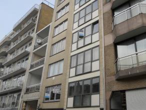 Het gezellig appartement bestaat uit:een woonkamer;een open geïnstalleerde keuken;badkamer met douchecel en toilet;twee slaapkamers waarvan &eacu
