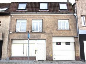 Verzorgd en vernieuwd eigendom, onderverdeeld in twee éénheden, nl. : 1. gelijkvloers, geschikt voor handel, kantoor, of appartement of