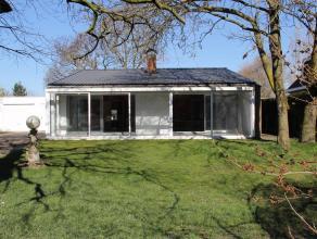 Ruime bungalow met 3slpk, 2 garages & tuinRuime bungalowwoning, stevig en op traditionele wijze gebouwd in 1968, op een perceel bouwgrond van 1.11