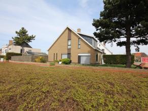 Verzorgde woning, stevig en op traditionele wijze gebouwd in 1982, op een perceel bouwgrond van 428 m². De woning heeft een bewoonbare oppervlakt