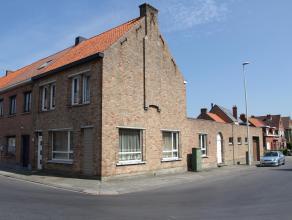Groot woonhuis (was oorspronkelijk een winkelpand), stevig en op traditionele wijze gebouwd in 1951, op een perceel bouwgrond van 209 m². De woni